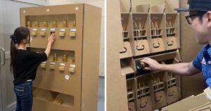 Automat do napojów wykonany z kartonu
