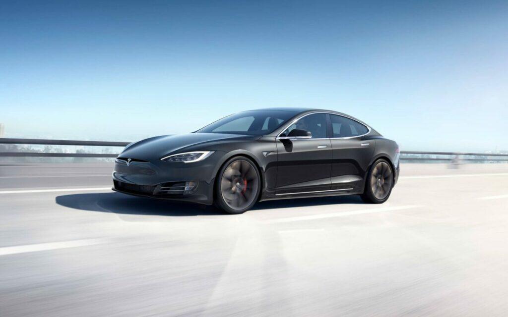 Tesla oficjalnie dostępna w Polsce